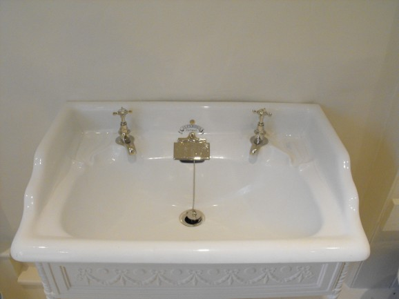 Repairing Cracked Sinks